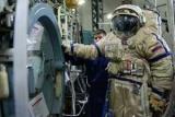 Западные санкции лишают современных космонавтов скафандры
