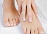 Догляд за ногами за допомогою косметики для ніг