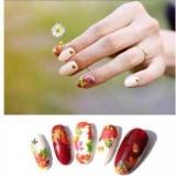Кленовий лист на нігтях: ідеї осіннього манікюру