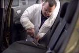 Ремонт обивки салона автомобиля: пошаговые инструкции, необходимые материалы, советы